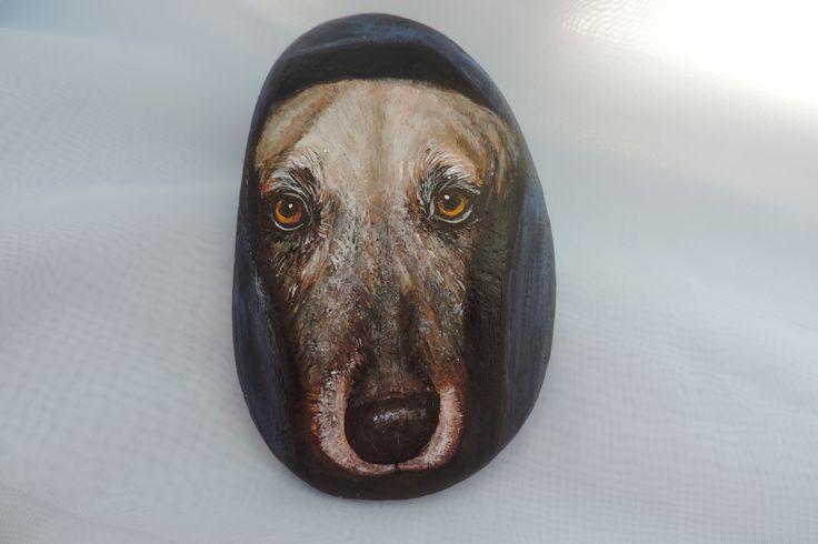 Собака (роспись камня акриловыми красками)