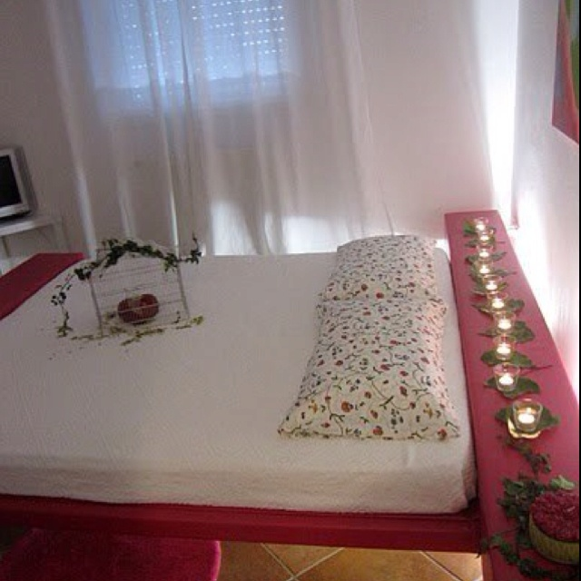 Bed & Breakfast Borgonuvola:The pink room! Two hearts one love!  Www.borgonuvola.it