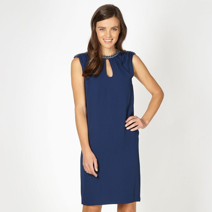 This simple dress is an easy way to look gorgeous christmas dress