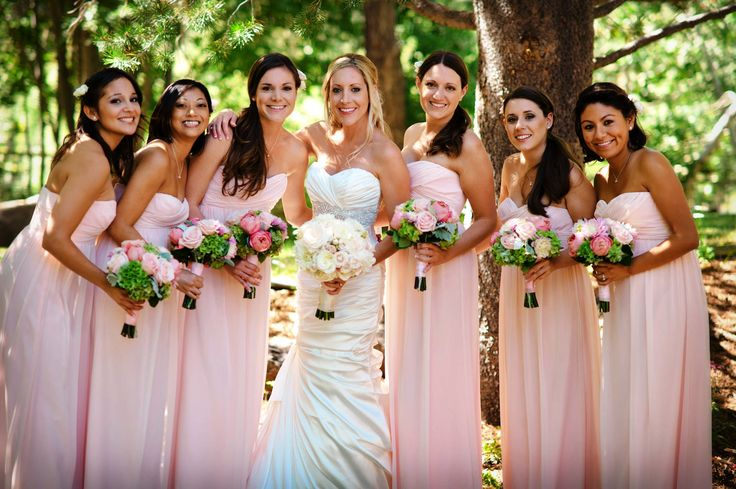 Light pink dresses and bouquet for bridesmaids, pink wedding