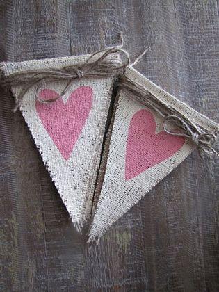 Foto de Banderines de tela arpillera o de saco para la decoración