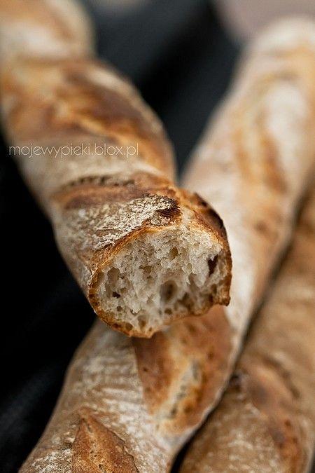 Idealne bagietki/bułki/chleb na zakwasie:  540 g pszennego aktywnegozakwasu, 680 g mąki pszennej, 10 g drożdży świeżych lub 5 g drożdży suchych, 275 ml wody, 12 g soli