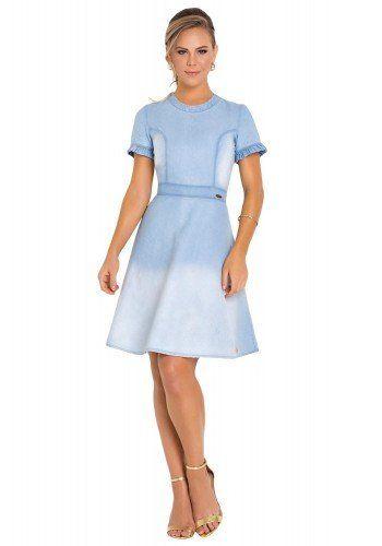 7981de914 modelo cabelo loiro veste vestido evase manga curta com babados e recortes  frente corpo todo