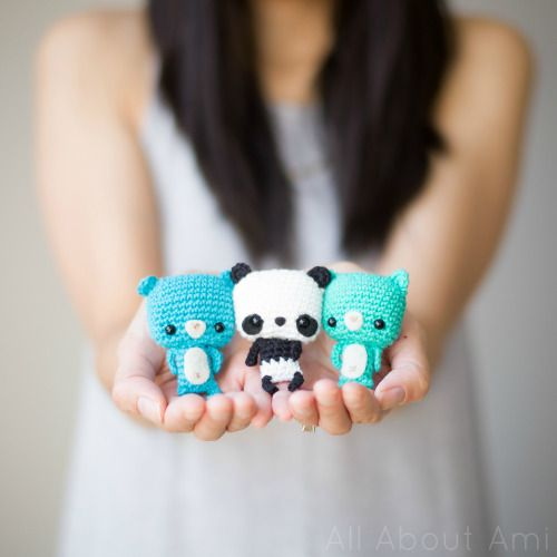 Bonbon Bears! Cute little teddies who can be attached to keyrings! Free pattern & full tutorial available!