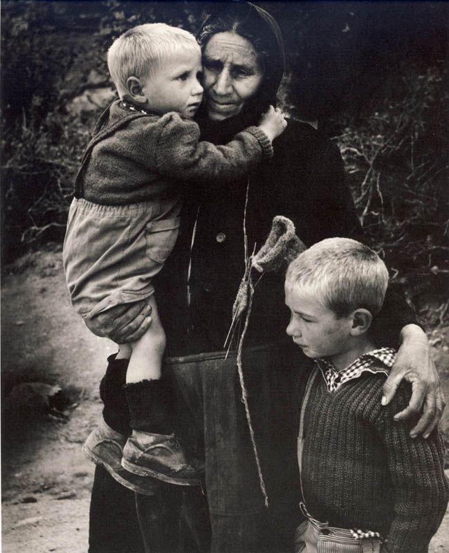 Μεγάλοι Φωτογράφοι – Κώστας Μπαλάφας. Ο φωτογράφος που απαθανάτισε το Ελληνικό παρελθόν | Consider...