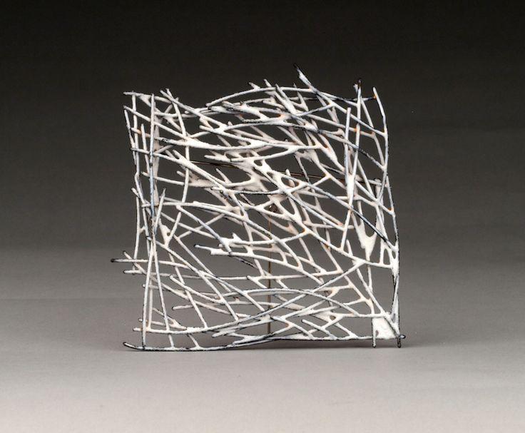 Galerie Noel Guyomarch – Kye-Yeon Son  Broche, Innate Gesture 1, 2015  Acier, émail  7 x 7.5 x 1.2cm