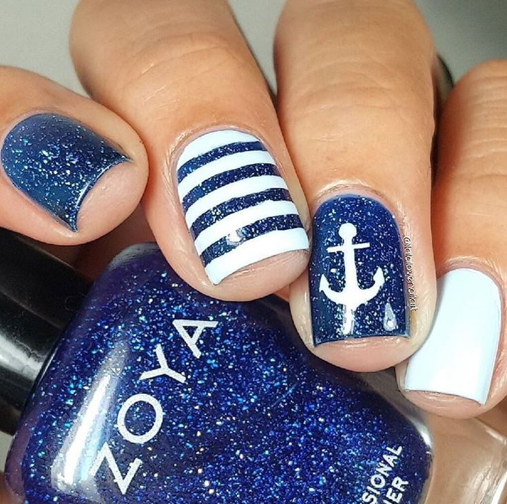 ⚓️Nautical manicure by @lalalovenailart! Jessica got loads of compliments from the 50+ male crowd! Love 'em! She's using our Anchor Nail Decals found at snailvinyls.com