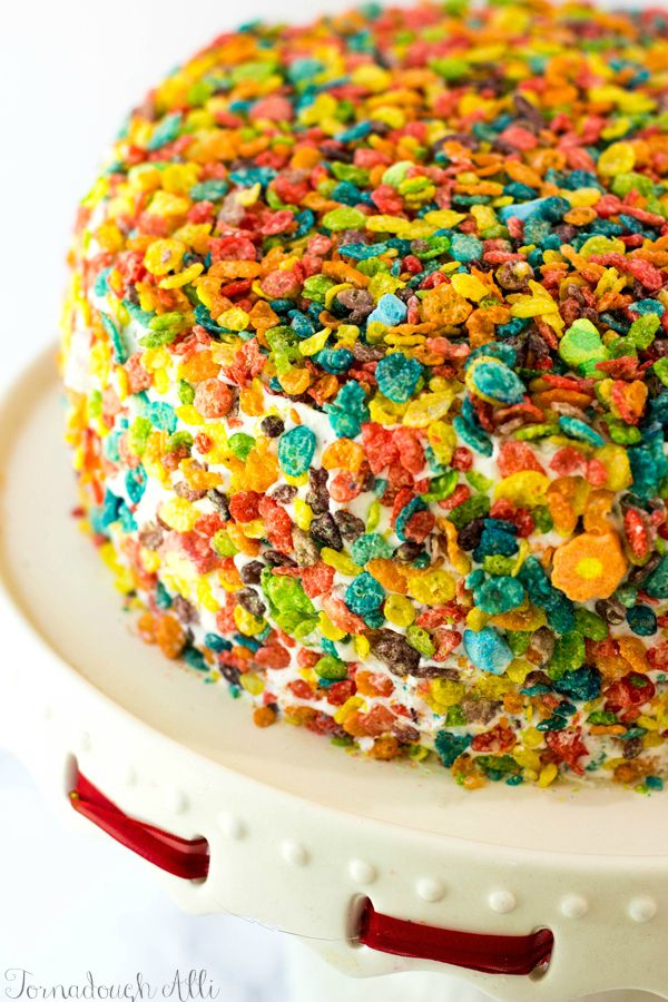 Make an amazing dessert for your family! This Marshmallow Cereal Cake is colorful and delicious. Try the easy and fun recipe for your next party or get together!