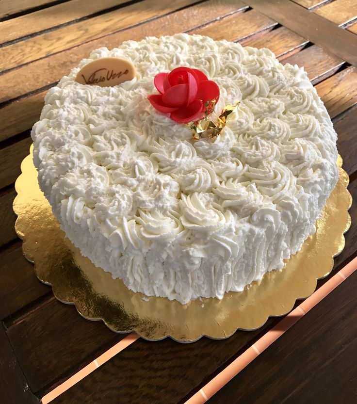#torta alla #panna con #cremachantilly pastry #pasticceria #uzzopastry #dolci #sweety #instagood #instafood #golosità #ciboitaliano #naturalpastry #pasticcerianaturale #dessert #patisserie #pastrychef #handmade #artigianale #foodesign #pastryart #foodart #naturale #buono #sano #pastrydelights #fuudly #yum