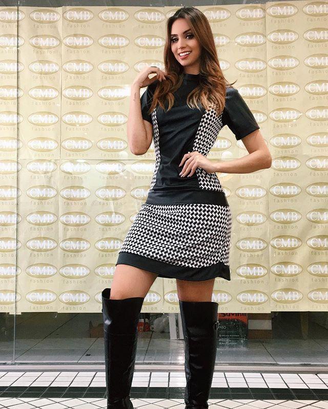Já aqui no evento da @intervia_loja no @cmbfashion_ conferindo os looks MARAA, a coleção está babadeiraaa!!!! Esse dress super rocker foi uma das minhas escolhas ❤️ {tudo o que ta rolando no evento no meu ixxxnap blogdanaty} #blogdanathalia #dress #ootd #intervia