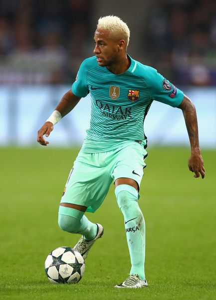 Neymar of Barcelona in action during the UEFA Champions League group C match between VfL Borussia Moenchengladbach and FC Barcelona at Borussia-Park on September 28, 2016 in Moenchengladbach, North Rhine-Westphalia.