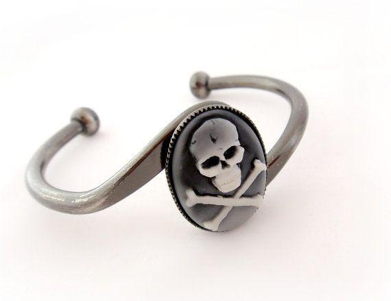 Skull cameo bracelet, pirate jewelry, gothic bracelet