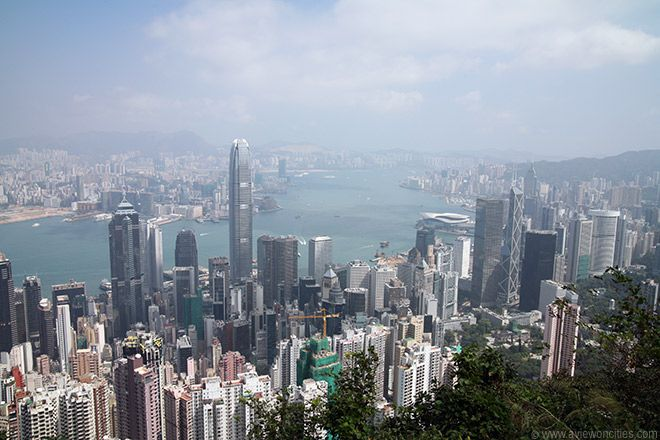 A funicular tram ride brings you to Victoria Peak, at 552 m (1800ft) the highest point on Hong Kong Island. It is a popular tourist attraction thanks to the spectacular views over Hong Kong's skyline.