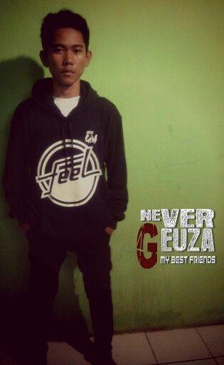 Deki N.G..model sweater N.G feel