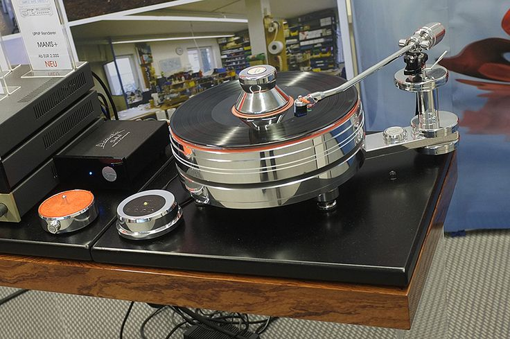 You Spin Me Right Round – Turntables At High End Part 2 | Hifi Pig
