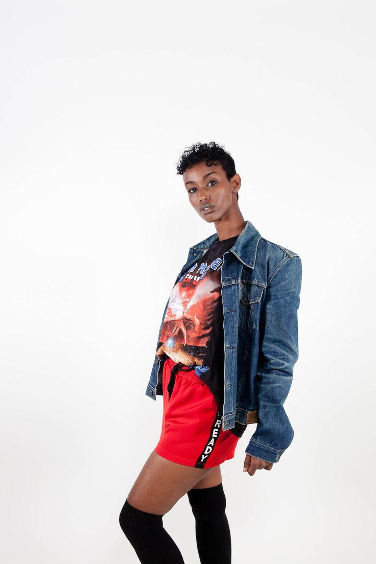 90s grunge denim jacket. Shop it here: https://www.etsy.com/nl/listing/549399135/grunge-jaren-90-vintage-denim-jasje  #90sjacket #denimjacket #grunge