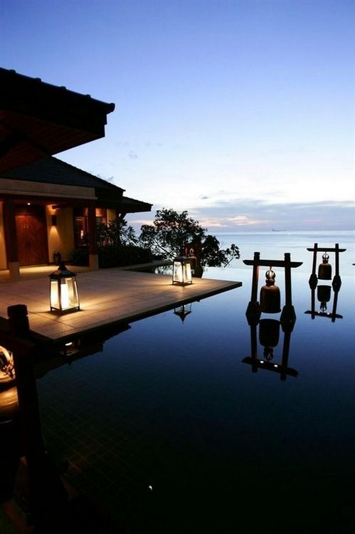 Luxurious Infinity Pool via Searching Hearts