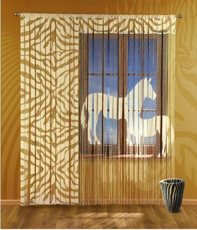 #Panel_gotowy Zebra Oryginalny styl paneli z serii Safari z motywem zebry.  Egzotyczny motyw wprowadzi niepowtarzalny klimat do twojego wnętrza.  Gotowy panel od razu do zawieszenia na karnisz.      Wymiary: panel szerokość: 150 cm wysokość: 240 cm  zasłona szerokość: 90 cm wysokość: 240 cm  Komplet zawiera 2 panele zasłonkę i firankę.   Z kolekcji Safari dostępny jest jeszcze panel z wizerunkiem pumy. kasandra.com.pl