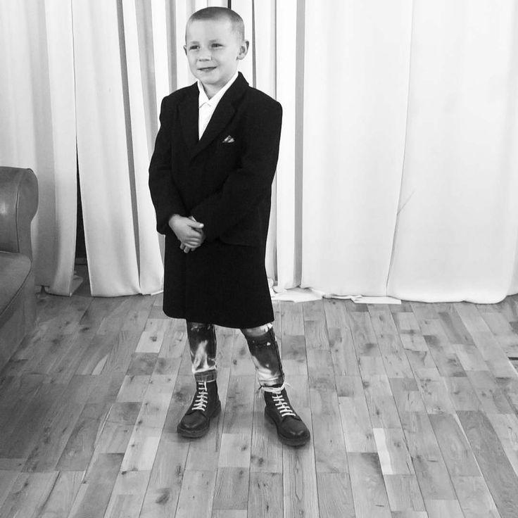 "41 Likes, 1 Comments - cai roberts (@cairobertsscooterboy) on Instagram: ""#skinhead #actor #actorslife #model #tie #film #TV #drmartens #dm #oxblood #bleach #crombie #braces…"""