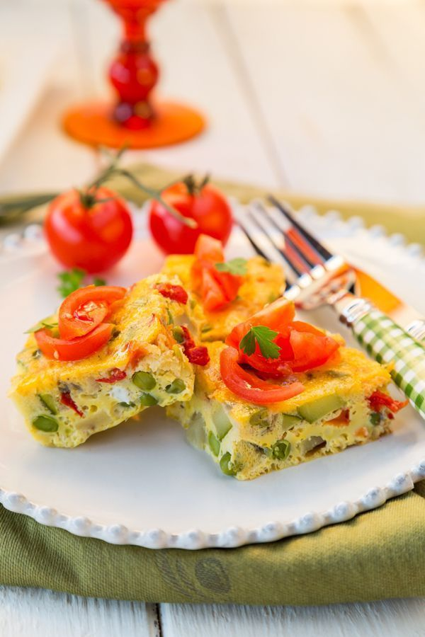 This Slow Cooker Vegetable Omelette is perfect for a weekend brunch!