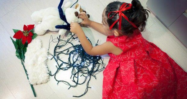 Acconciatura bambina elegante per Natale o Capodanno: chignon a fiocco con treccia - Mamme a spillo