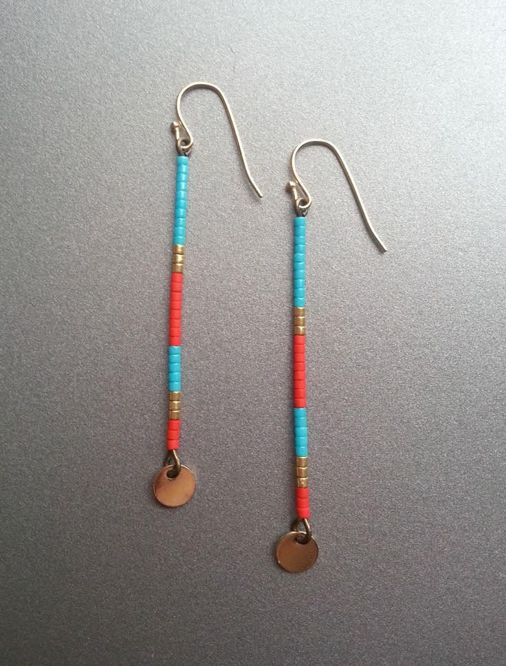 Boucles d'oreille tige en perle de verre miyuki rouge/orange, doré et turquoise : Boucles d'oreille par lescreasdelinda