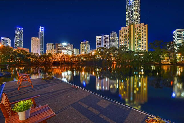 """""""Anchorage Waters"""" Waterfront, a Surfers Paradise House 