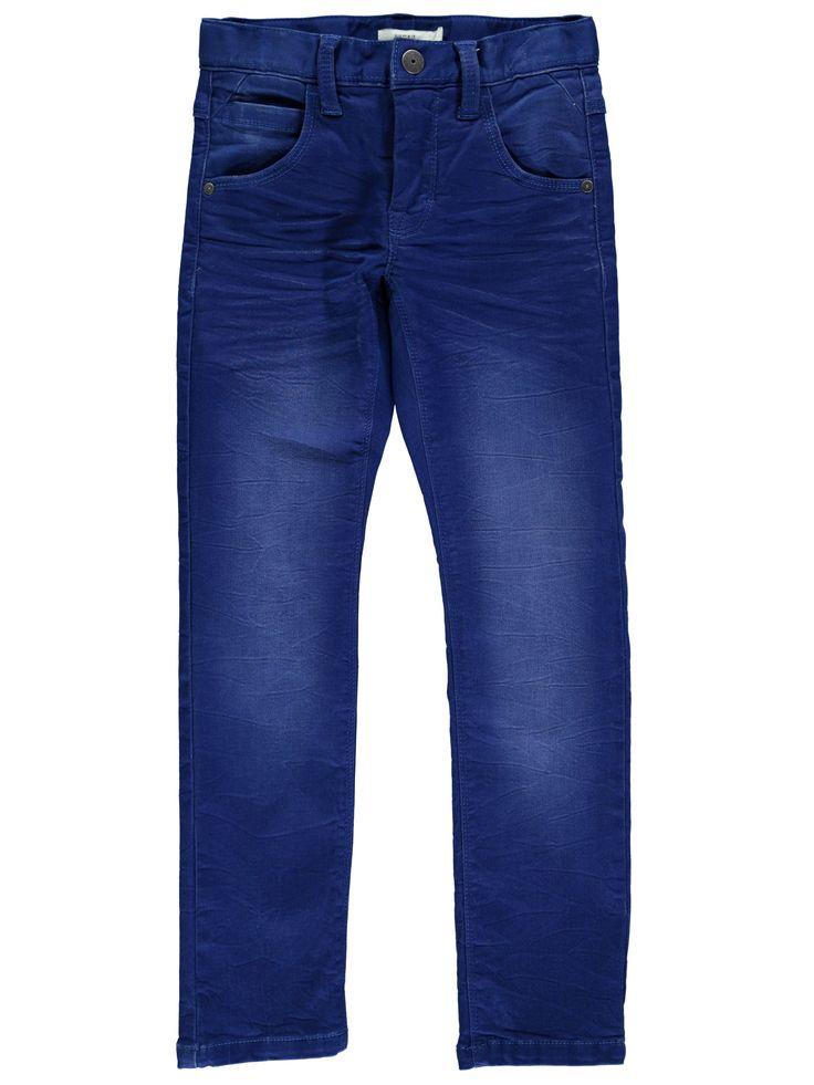 Blauwe jongens jeansbroek NITTIGGO van het merk Name-it. Dit is een Slim/Xslim model in de kleur medium blue denim.  Deze broek heeft een schuifknoop + rits sluiting en is verstelbaar in de taille.