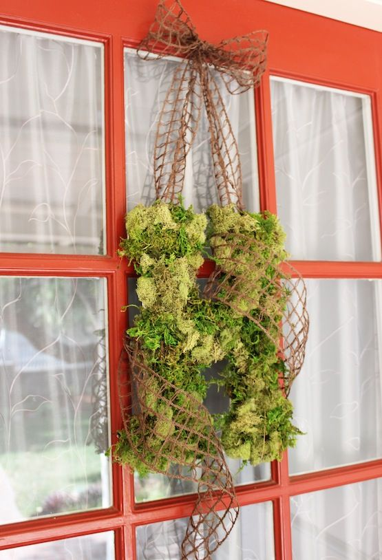 DIY moss covered door monogram. Got to love some fall decor crafts!