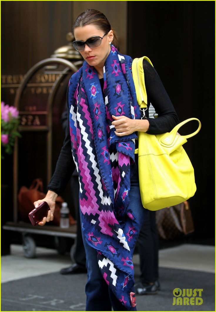 the scarf on Sofia VergaraSofia Vergara, Celebrities Style, Fab Fashionistaaa, Navy Multi, Serengeti Scarf, Theodora, Serengeti Ties, Scarves, Callum Serengeti