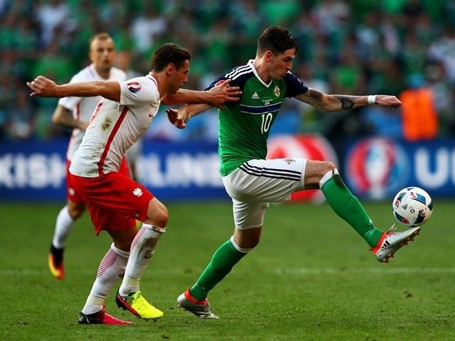 Kyle Lafferty expects to remain on Northern Ireland bench