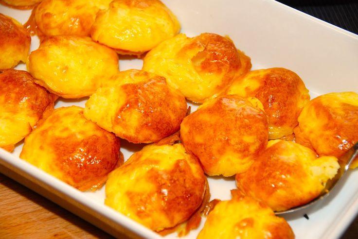 Lækker og bagt kartoffelmos, der ikke flyder ud i ovnen. Mosen tilsættes pasteuriserede æggeblommer, og sættes på en bageplade med en spiseske. Derefter bages de i 10 minutter. Foto: Guffeligiuf.dk.