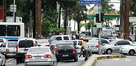 Prefeitura lança edital para modernizar semáforos do Recife Serão adquiridos 200 novos no breaks, que serão instalados em sinais de trânsito da cidade Com o intuito de evitar que os semáforos do Recife apaguem em dias de chuvas e falta de energia, a Prefeitura do Recife lança, na manhã desta segunda-feira (8), o edital para modernização da rede semafó Publicado em 07/04/2013, às 20h48 (Leia [+] clicando na imagem)