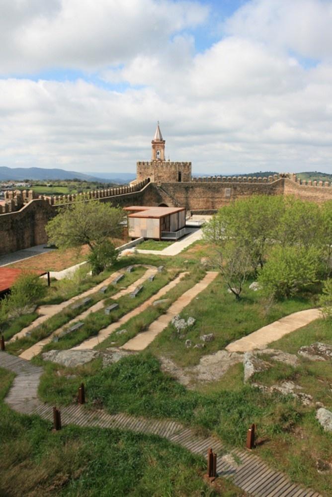 Castillo de Cumbres Mayores Rehabilitation / Republica DM