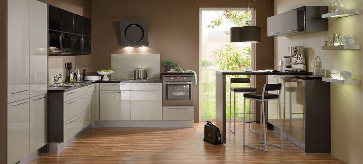 O bucătărie elegantă și foarte șic  Cu culori delicate, linii simple, spațiu aranjat cu sobrietate, această bucătărie elegantă este o creație care se afirmă de la sine.