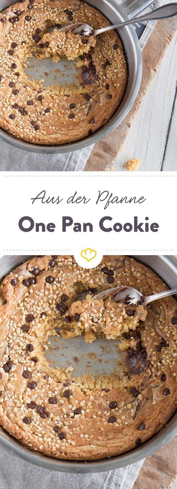 Eine knusprige Hülle, ein weicher Kern und dazu eine Kugel Eis - Soulfood vom Allerfeinsten. Das Beste: Dieser Riesencookie wird direkt in der Pfanne zubereitet.