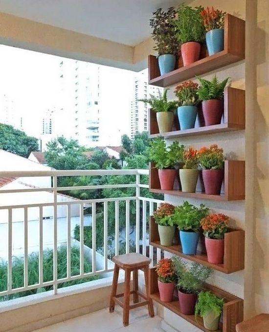 Полки на балконе для цветов | Небольшой балконный сад ...