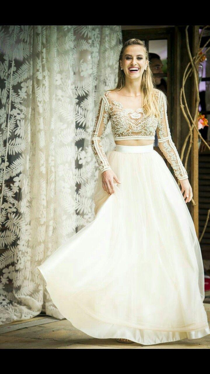 Vestido: Pode ser usado para a  valsa ou coisa do tipo