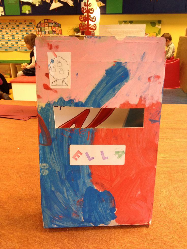 De brievenbus van een ontbijtgranendoos! De kinderen maken elk hun brievenbus en er kan in de klas gepost worden :-)