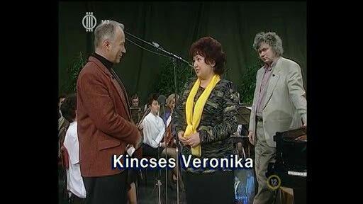 Zenebutik - Kincses Veronika, Juhász Előd, háttérben Kocsis Zoltán zongoraművész