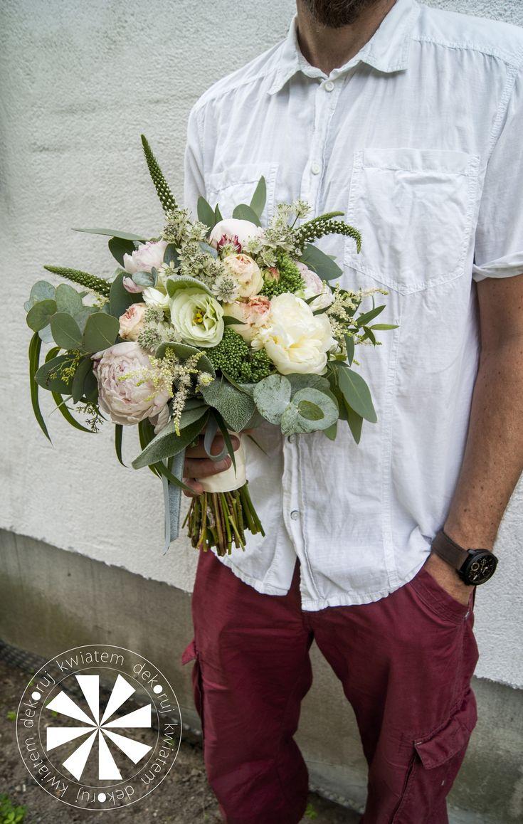 bukiet ślubny z piwoniami