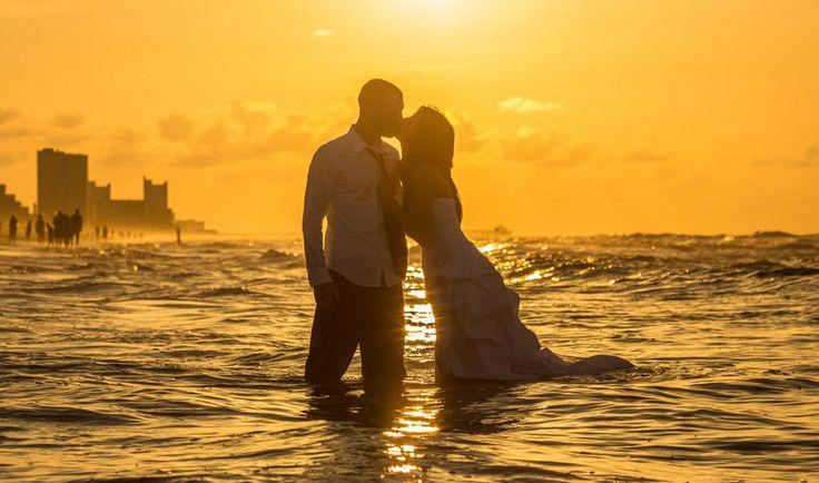 """Если мужчина любим, То не надышишься им… Хочется душу открыть, Лишь бы его сохранить… Если мужчина любим, Беды исчезнут, как дым… В сердце любовь и покой, Если любимый с тобой… Если мужчина любим, Значит, улыбка — не грим… Счастье искрится в глазах… Больше душа не в слезах… Если мужчина любим, То принимаешь любым… Сразу тускнеет пейзаж, Если мужчина не ваш…"""" Ирина Самарина-Лабиринт,"""