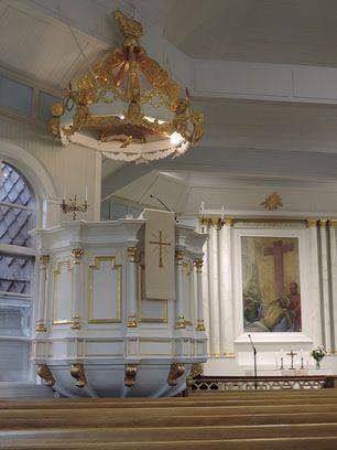 Ylihärmän kirkko. Ylihärmäläiset rakensivat kirkkonsa ylihärmäläisille itse. Kun vuonna 1786 kuningas antoi rakennusluvan, olivat kylän miehet salvonneet hirsiä jo 14 jalan korkeuteen saakka.