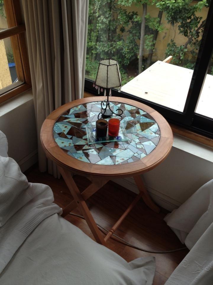 Mesa lateral hecha en cerámica