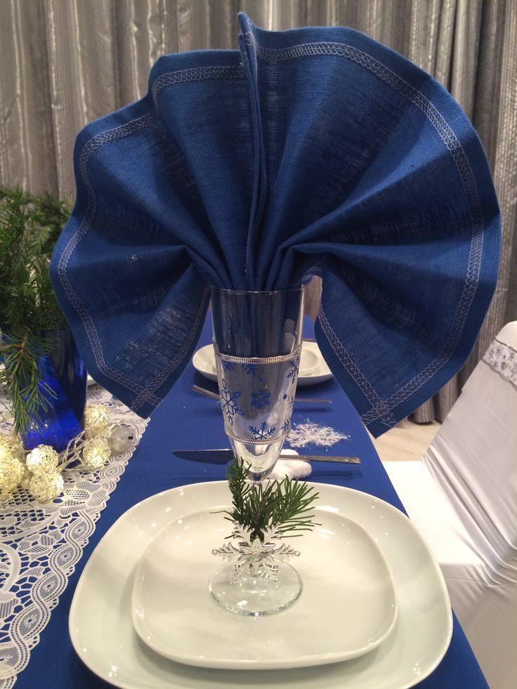 Новогодний стол в синем цвете blue Christmas