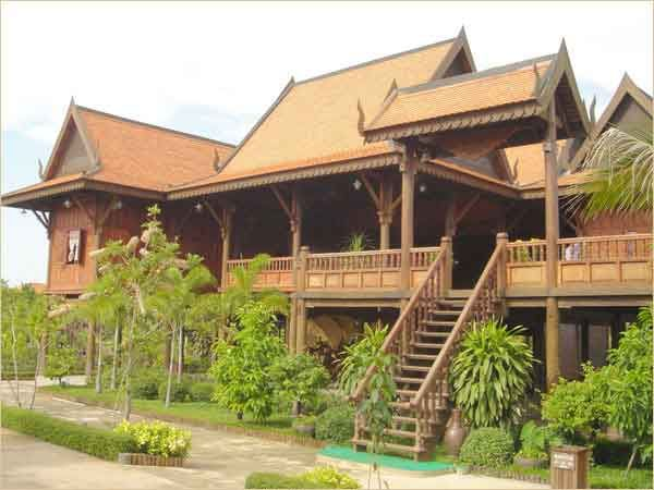 Small Cambodian Wood House Design