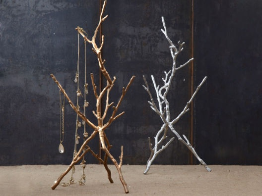 Metallic Branch Jewelry Holder from Emily Henderson. <3Decor, Lamps Design, Branches Jewelry, Metals Branches, Jewellery Holders, Jewelry Holders, Silver Jewelry, Diy, Jewelry Trees