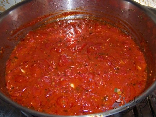 A wonderful recipe for turning fresh tomatoes into an Italian tomato sauce...yum for the tum :-)e