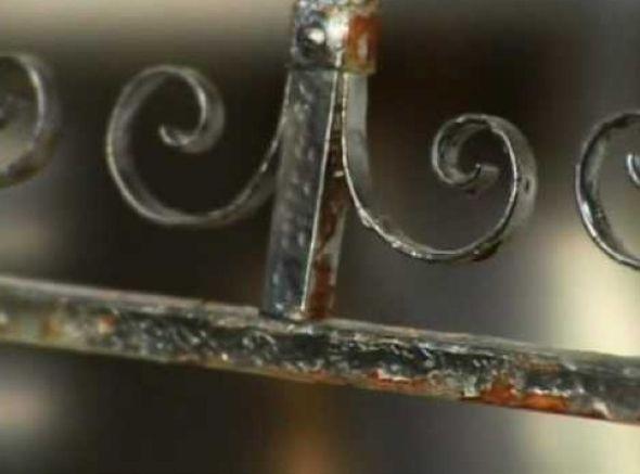 Saibam como pintar e restaurar objetos antigos de ferro em casa, com o uso de dicas simples e práticas de limpeza, remoção da ferrugem e pintura das peças.