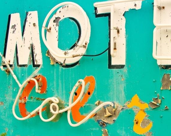 .Colors Combos, Guest Room Decor, Room Colors, Kitchens Art, Vintage Summer, Living Room, Vintage Signs, Vintage Neon Signs, Old Signs